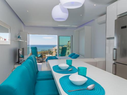 A seating area at Apartment Dream View 50m from the beach