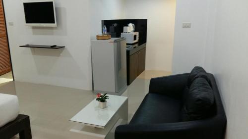 A seating area at The Seashore Kamala Service Apartment