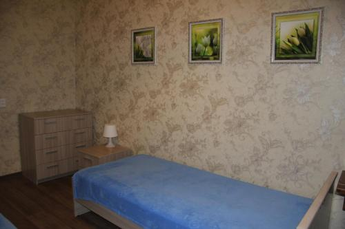 A bed or beds in a room at Apartment on Nevskogo Street 16