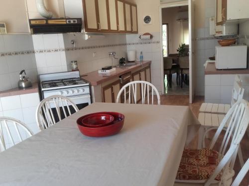 Una cocina o kitchenette en Las Acacias De Santa Rosa