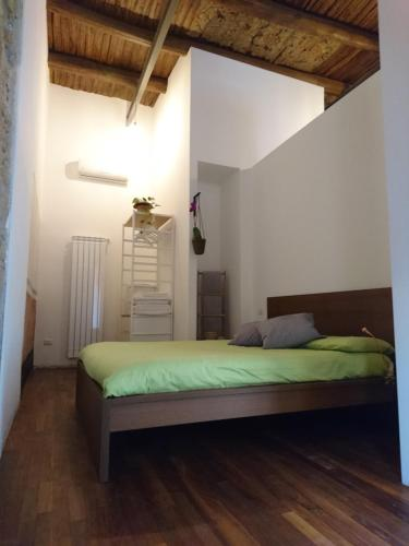 A bed or beds in a room at La Casa di Apollo