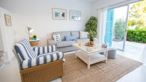A seating area at Oceanview Townhouse 210