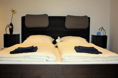 A bed or beds in a room at Eastdike4