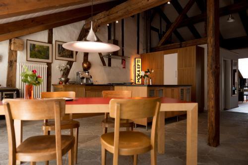 The lounge or bar area at Ferienwohnung Schwert