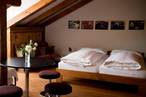 A bed or beds in a room at Ferienwohnung Schwert