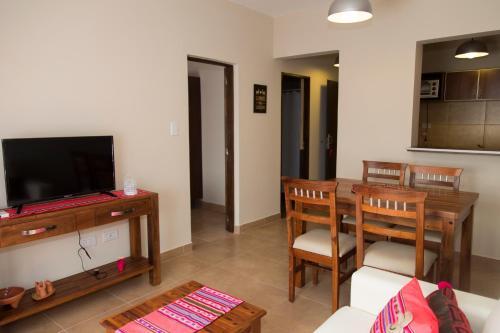 Een TV en/of entertainmentcenter bij Las Tulmas Apart Hotel