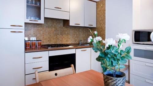 A kitchen or kitchenette at Italianway-Pontida 2