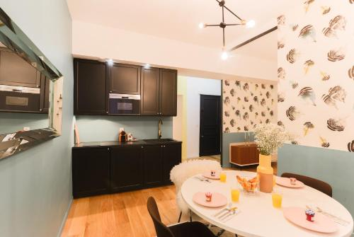A kitchen or kitchenette at Private Apartment 2 -Old Town