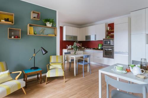 A kitchen or kitchenette at Vivere Milano Isola