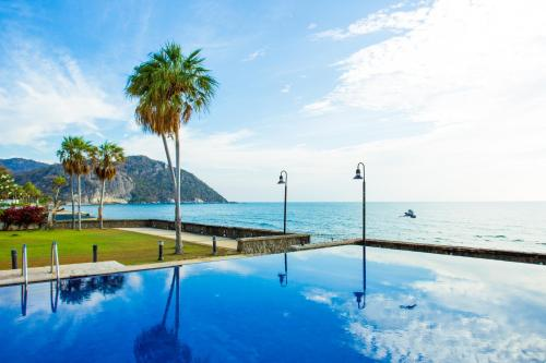 สระว่ายน้ำที่อยู่ใกล้ ๆ หรือใน Prompimarn Villa