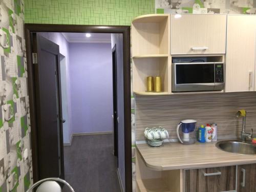 Кухня или мини-кухня в Апартаменты на Ленина 145