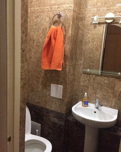 A bathroom at Hostel V Tapochkakh