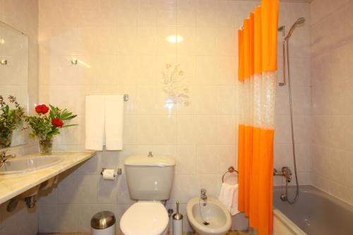 Un baño de Canico Bay Apartments