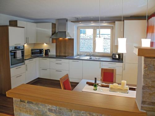 A kitchen or kitchenette at Ferienwohnungen Heidi