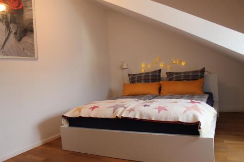 Ein Bett oder Betten in einem Zimmer der Unterkunft Ferienwohnung Dörrie im Zentrum