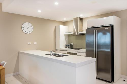 A kitchen or kitchenette at Darwin Executive Suites & FREE CAR