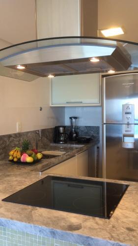 A kitchen or kitchenette at Lindo Apto em Ondina com Vista