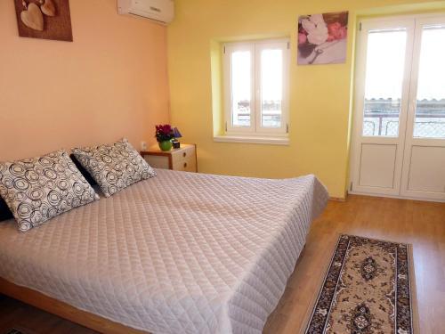 Ein Bett oder Betten in einem Zimmer der Unterkunft Kastela stone town house
