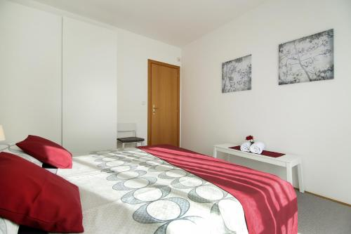 A bed or beds in a room at Lavanda Dream Apartment
