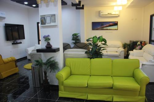 A seating area at Maan Hotel Apartment