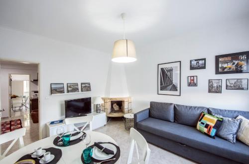 A seating area at Charneca de Caparica Apartment