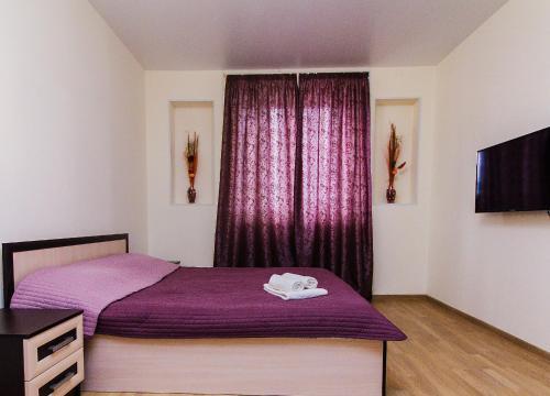 Кровать или кровати в номере Студия на Пронина 8