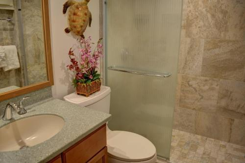 A bathroom at Royal Mauian 216