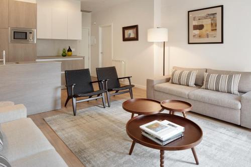 Ein Sitzbereich in der Unterkunft Oteiza Apartment by FeelFree Rentals