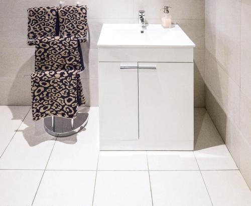 A bathroom at The Hidden Gem Apartments