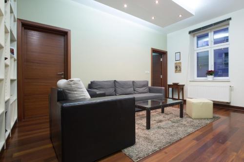 A seating area at Apartments Zagreb Point - Vinogradska