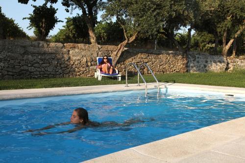 Quinta da Tapada do Pontão tesisinde veya buraya yakın yüzme havuzu