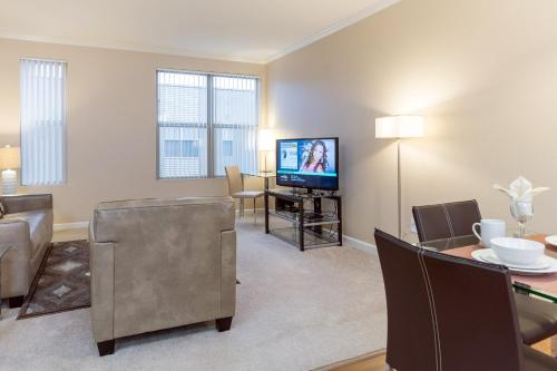 A television and/or entertainment center at Bluebird Suites in Downtown San Jose