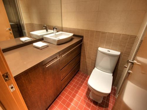 Ein Badezimmer in der Unterkunft Tamarit Apartments