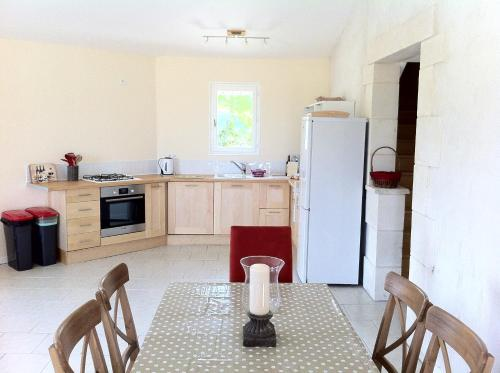 A kitchen or kitchenette at Le Figuier, Manoir de Longeveau