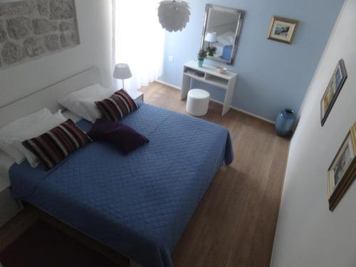 A bed or beds in a room at Heart of the City Apartments