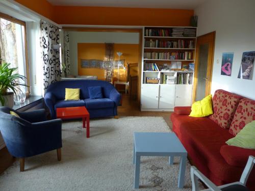 Ein Sitzbereich in der Unterkunft O11- Großzügige Fewo im Künstlerhaus