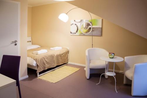Cama ou camas em um quarto em Legerova Residence Apartment