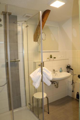 Ein Badezimmer in der Unterkunft Fewo Friedrichsruh