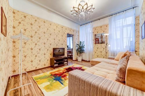 A seating area at Apartment 3-ya Sovetskaya ulitsa 10