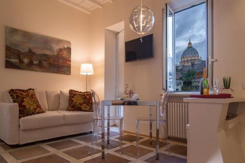 Svetainės erdvė apgyvendinimo įstaigoje La Porta Rossa di Borgo - Vatican Luxury Suite