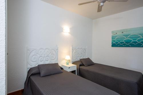 A bed or beds in a room at Zodiac Apartments