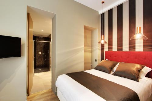 A bed or beds in a room at Milestay-Opera Terrace