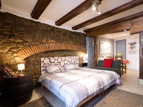 Cama o camas de una habitación en Gîtes de la Maison Vigneronne, au Coeur de Ribeauvillé