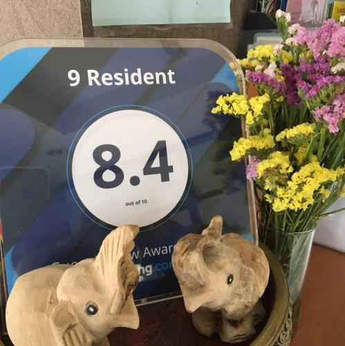9 Resident