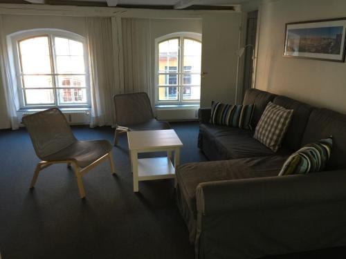 A seating area at Nybro Apartments