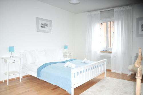 A bed or beds in a room at Cozy Apartment Ulmenstrasse