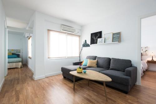 A seating area at Apartamento Monsalves