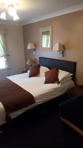 A bed or beds in a room at The Sportsmans Inn