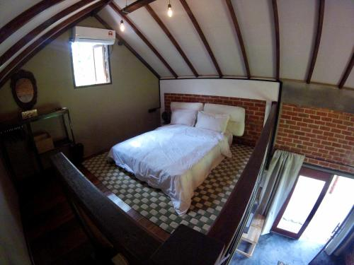 A bed or beds in a room at Eagleye Villa & Cottages