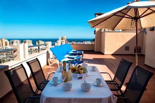 Restoran või mõni muu söögikoht majutusasutuses Apartamentos Mediterráneo Real
